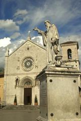 Umbria, statua e Basilca di S. Benedetto 2
