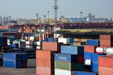 Sea trading port