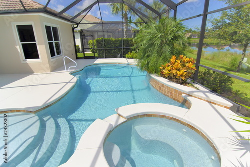 Swimming pool - 24328102