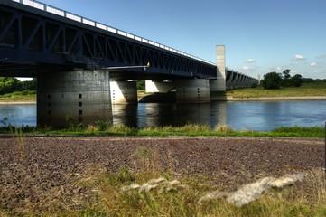 Kanalbrücke in Heyrothsberge über die Elbe - HDR