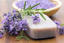 barre de savon naturel, herbes et sel de bain