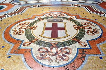 Pavimento a mosaico nella galleria del duomo a milano