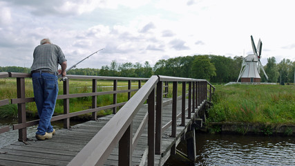 Pêcheur et Moulin