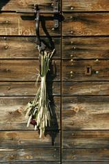 porte en bois fleurie