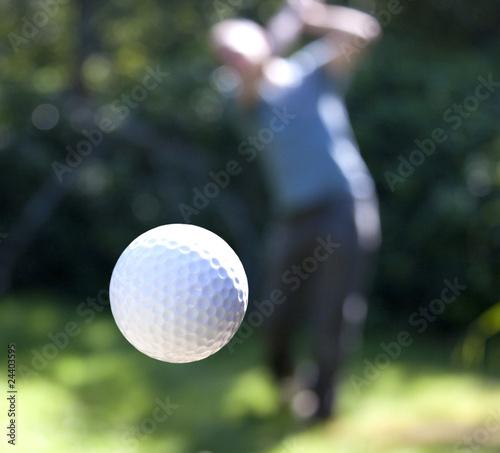 Keuken foto achterwand Golf A golf ball in flight