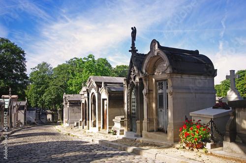 Paris, allée du cimetière du Père Lachaise - 24411742