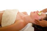 head massage with cucumber - massagio testa