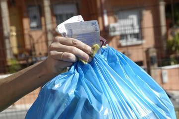 Dinero a la basura 31