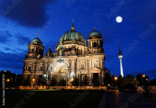 Deurstickers Volle maan the Berliner Dom in the night in Berlin