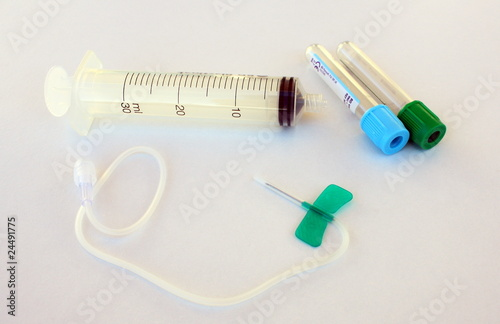 Mat riel de pr l vement sanguin photo libre de droits - Prelevement sanguin sur chambre implantable ...