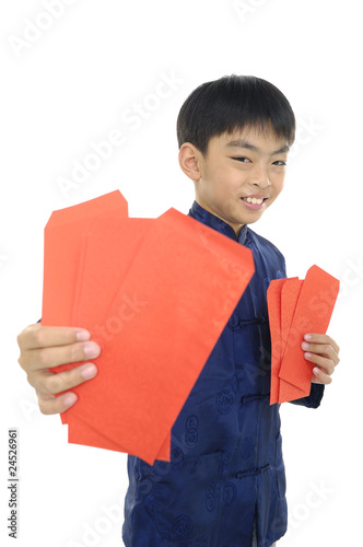 kids holding a chinese red envelope