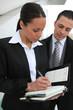 Homme et femme d'affaires en rendez-vous professionnel