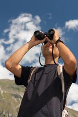 esplorazione con binocolo
