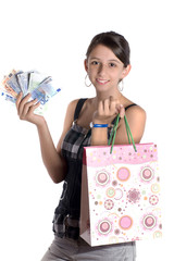 jeune femme qui s'en va faire des achats