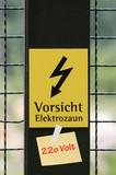 Vorsicht Elektrozaun - 220 Volt poster