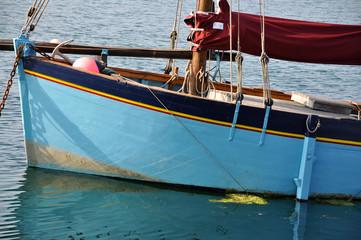 Vieux bateau de pêche dans le Finistère, Bretagne