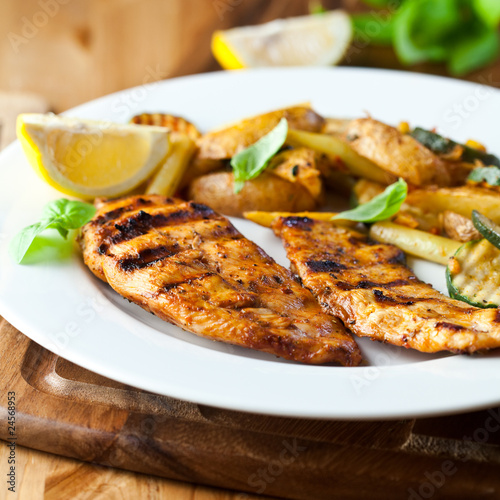Grilled chicken breast with vegetables and lemon