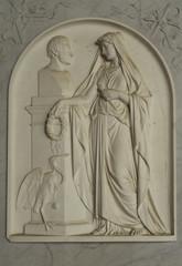 Relief an einem Grabstein