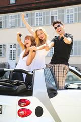 Jugendclique mit Cabriole