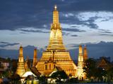 Wat Arun temple at dusk