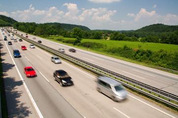 autobahn stau A8 autos autoverkehr bewegen fahren