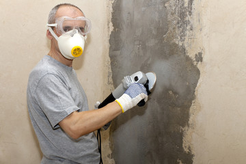 man in respirator with  circular saw in hand