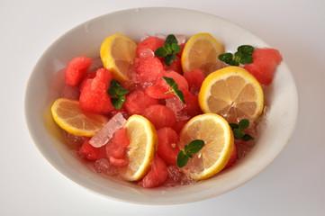 Anguria, limone e menta con ghiaccio