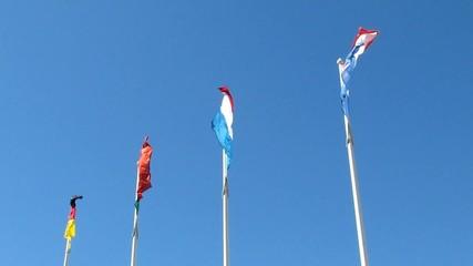 Drapeaux au vent