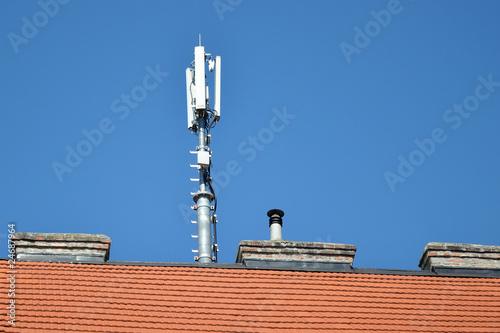Leinwanddruck Bild mobilfunkantenne am dach