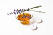Lavendel Tee mit Teelichter freigestellt