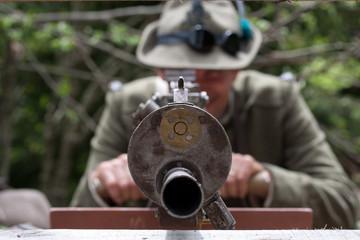 Al mirino della mitragliatrice