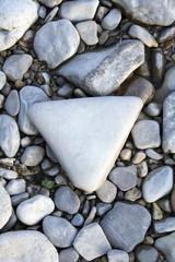 dreieckiger Stein