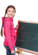 Mädchen steht an Tafel