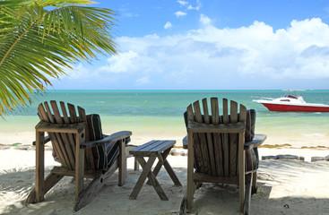 détente en duo au bord du lagon aux Seychelles