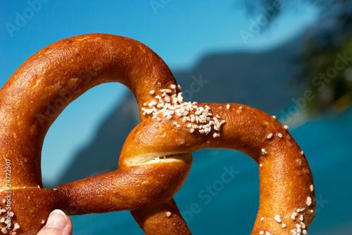 pretzel in the hand - 24772507