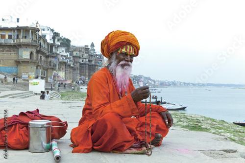 Leinwanddruck Bild Old Sadhu at the ghats in Varanasi, India.