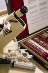 Oculist's microscope