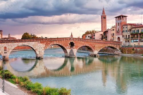 Ponte pietra verona immagini e fotografie royalty free - Partenze treni verona porta nuova ...