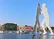 Leinwanddruck Bild - Molecule Man in Berlin