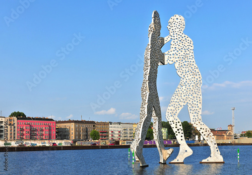 Leinwanddruck Bild Molecule Man in Berlin