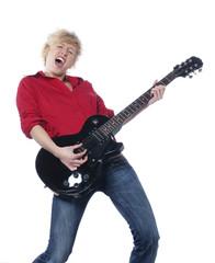 jeune fille jouant de la guitare électrique