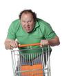 homme agressif fessant ses achats avec un caddie
