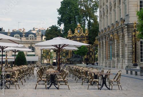 Papiers peints Table preparee Terrasse place Stanislas.