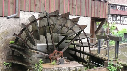 Wasserrad aus Holz