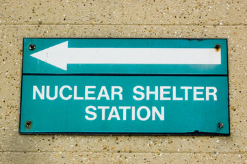 Nuclear shelter direction sign