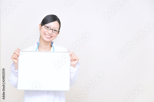 japanese doctor has a blank board