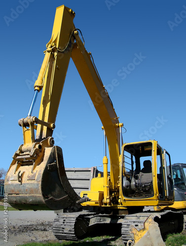 Vertical mechanical digger