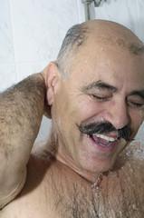 Mann duscht # 2093