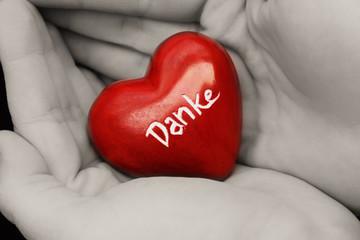 Ein Herz in Händen sagt Danke
