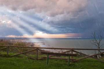 observe the storm ont the sea from a plateau
